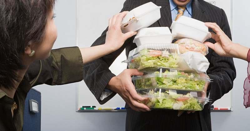 Что побуждает людей питаться в офисном здании