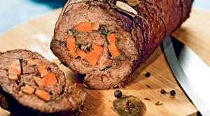 Рулет из говяжьей вырезки с морковью
