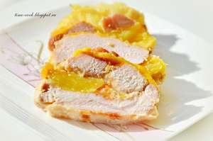 Рулет из свинины с ананасом