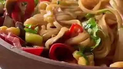 Сочная лапша с овощами