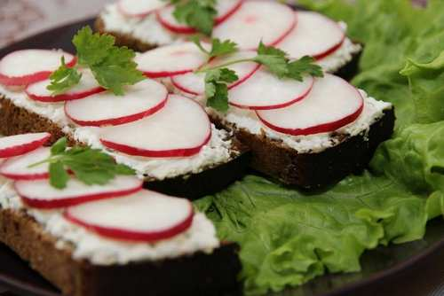 Рецептура на Бутерброд с брынзой и редисом